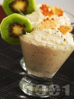Бърз и диетичен домашен крем с бисквити, сирене крема, извара и киви за десерт в чаши - снимка на рецептата